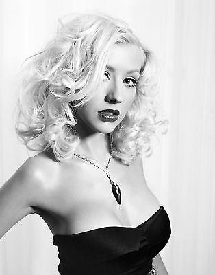 Christina Aguilera Unsigned 8x10 Photo (104)