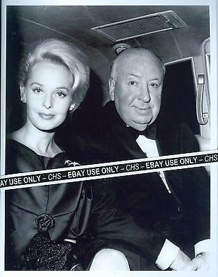 """TIPPI HEDREN & ALFRED HITCHCOCK NICE EARLY B&W 8x10 PHOTO """"THE BIRDS"""" """"MARNIE"""""""