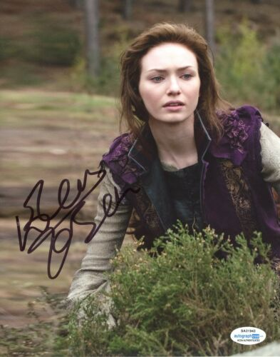 Eleanor Tomlinson Jack Giant Autographed Signed 8x10 Photo ACOA 2020-18