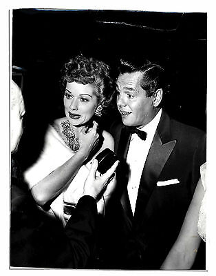 1954 Press Photo of Lucille Ball & Desi Arnaz -- for ''Inside Hollywood'' Column