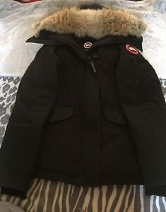 Women's Canada Goose Jacket Size Small (Removable Fur)