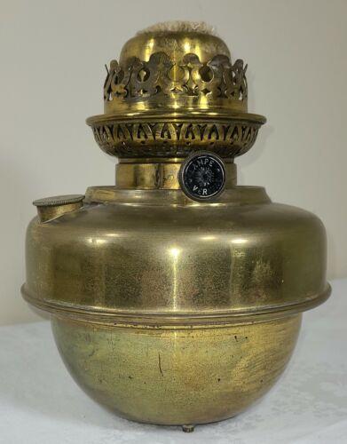 Large German Veritas Oil Lamp Font