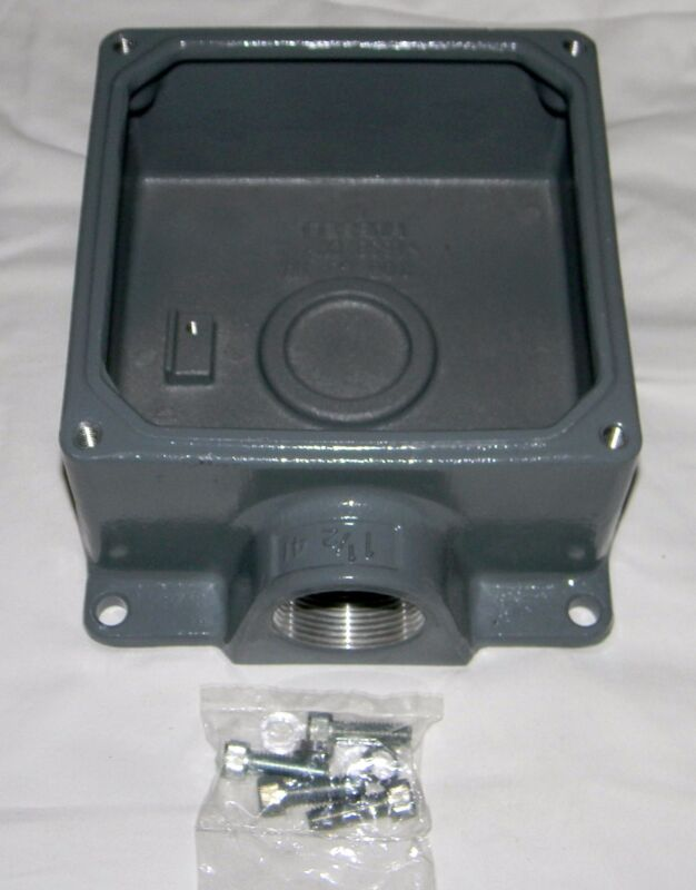 """HUBBELL FW60100 Angle Back Box for Pin & Sleeve receptacles with 1 1/2"""" Hub"""