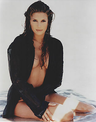 DAISY FUENTES 8 X 10 PHOTO WITH ULTRA PRO TOPLOADER