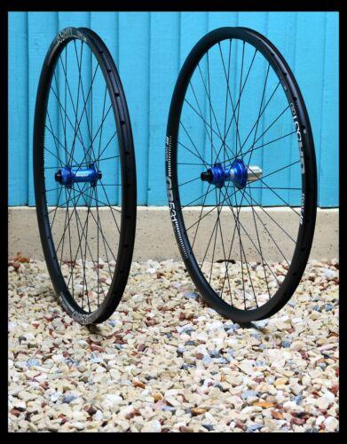 HANDBUILT HOPE RS4 CL blue hubs / DT SWISS GR531 rims / Sapim Race.
