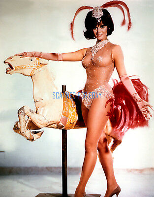 BLINDFOLD CLAUDIA CARDINALE SUPER SEXY PROMOTIONAL PHOTO
