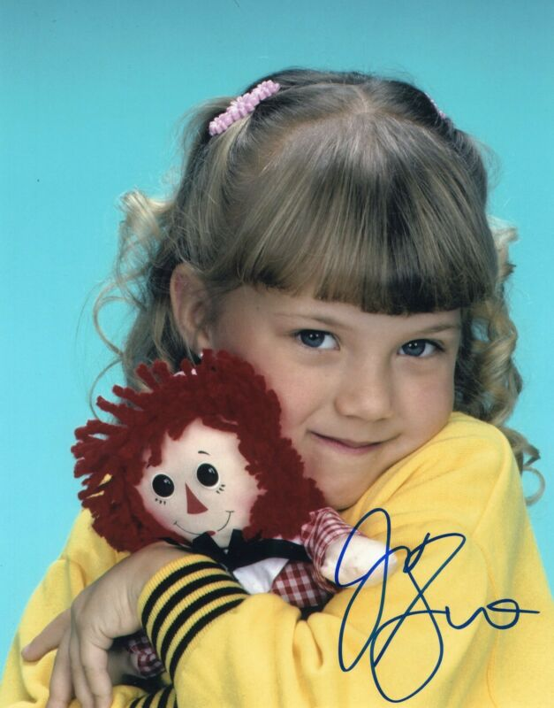 Jodie Sweetin Full House Stephanie Tanner Signed 8x10 Photo w/COA