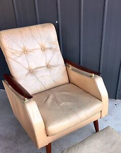 Retro reclining lounge chair with foot stool Grindelwald West Tamar Preview