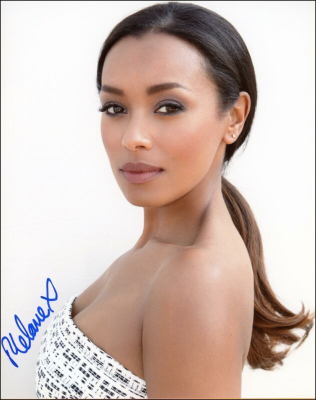 "Melanie Liburd ""This Is Us"" AUTOGRAPH Signed 8x10 Photo ACOA"