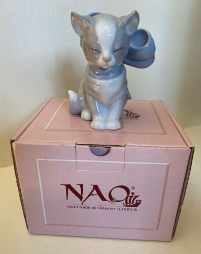 NEW NAO By LLADRO Kitty Present Figurine  #1348  NIB Cat