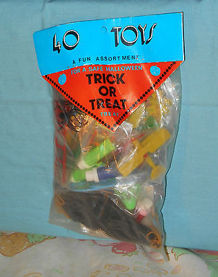 vintage Fun Services HALLOWEEN TRICK OR TREAT TOYS new in package - Halloween Fun Packet