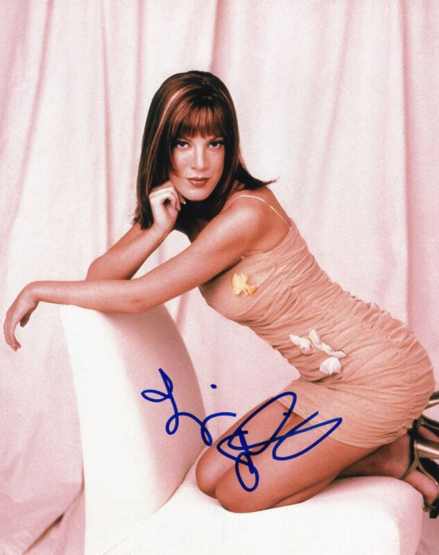 Tori Spelling signed 8x10 Photo w/COA Beverly Hills 90210 Donna Martin