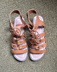 Denver Hanses sandals size 8 - pick up in Kingsville