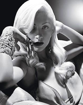 Christina Aguilera Unsigned 8x10 Photo (68)