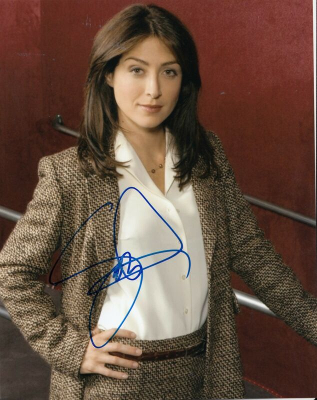 SASHA ALEXANDER signed (RIZZOLI & ISLES) TV STAR 8X10 photo W/COA *NCIS* #1