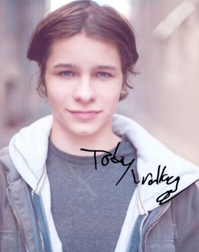 Toby Wallace Signed Autographed 8x10 Photo Actor The Society COA