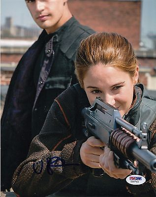 Shailene Woodley Autographed Divergent Insurgent Tris 8X10 Photo Psa Dna Y35763