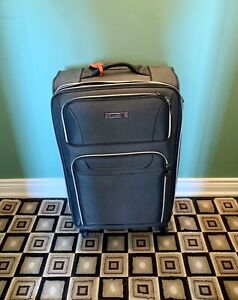 "Luggage ""AirCanada"" 28"" on 4-wheels (no stains)"