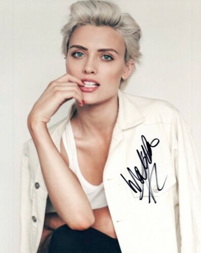 Wallis Day Signed Autographed 8x10 Photo KRYPTON Hot Sexy Actress COA