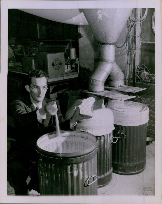 LD207 1943 Original Photo SOYA BEAN WET-PRESSED FLOUR Food Dehydration Process