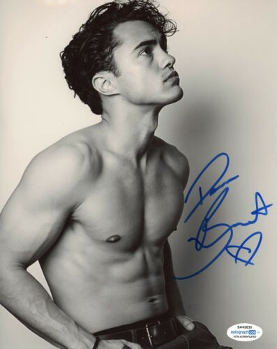Darren Barnet Never Have I ever Autographed Signed 8x10 Photo ACOA 2020-4