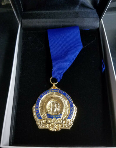 NYC PD Detectives Endowment Association Medal for Valor in its Presentation Box