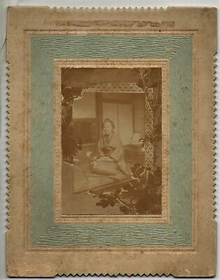 JAPAN: ANTIQUE ARTISTIC CABINET PHOTO OF A SMILING WOMAN / CA 1900s