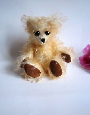 One-of-the-Kind artist mohair bear Apricot Brandy, made in England. Gorgeous.