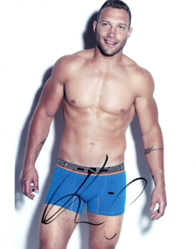 Jai Courtney Signed Autographed 8x10 Photo Hot Sexy Actor Shirtless Pose COA