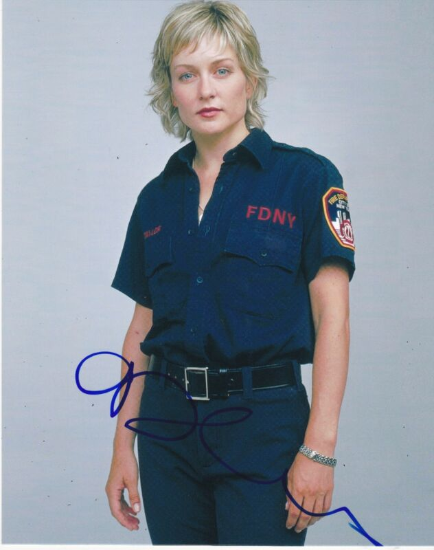 AMY CARLSON SIGNED 8X10 PHOTO AUTHENTIC AUTOGRAPH BLUE BLOODS CBS COA