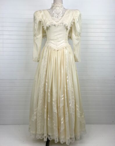 Vtg Jessica McClintock Ivory 80s Wedding Dress SZ 6-8 Lace Layered Full Skirt