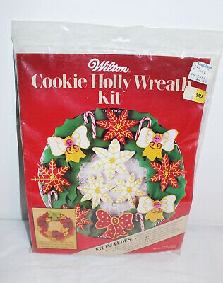 NEW VTG 1984 WILTON Christmas Cookie Cutters Holly Wreath Recipes Kit  ()