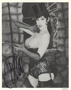 DITA VON TEESE Signed 10x8 Photo BURLESQUE MODEL Fetish COA