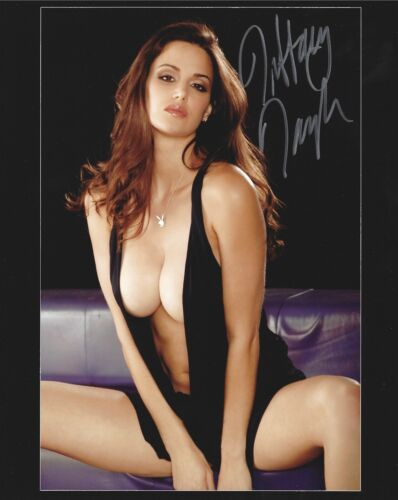 TIFFANY TAYLOR 11/1998 PLAYBOY PLAYMATE SEXY SIGNED PHOTO  (IN56)