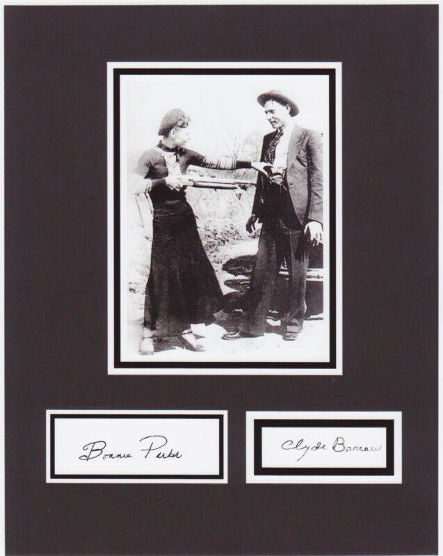 BONNIE & CLYDE  8 x 10 REPRINT PHOTO & REPRINT AUTOGRAPH ON GLOSSY PHOTO PAPER