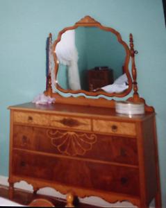 mobilier de chambre à coucher antique