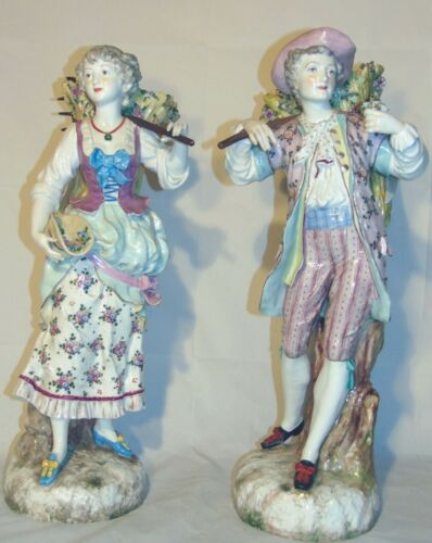 19th C English Chelsea Box Porcelain Figural Figurines Peasant Farmers Couple