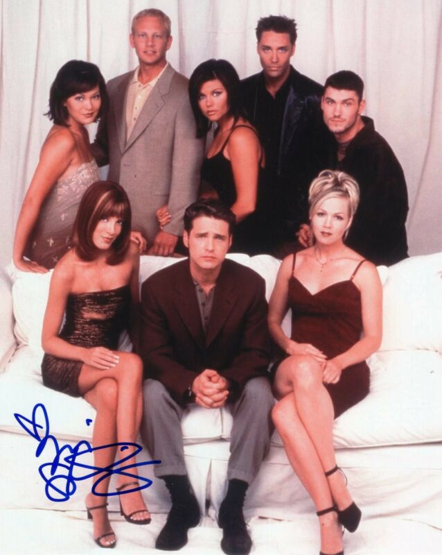 Tori Spelling signed 8x10 Photo w/COA Beverly Hills 90210 Donna Martin #6