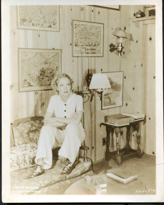 Snapshot MIRIAM HOPKINS at home, f4420