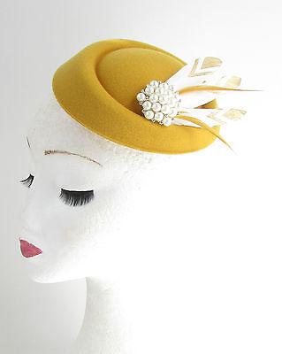Senf Gold Weiße Federn Pillbox Fascinator Hut Rennen Vtg Gelb 40er Jahre Haare
