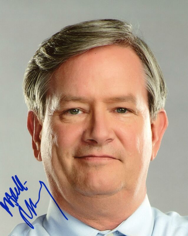 "Mark McKinney ""Superstore"" AUTOGRAPH Signed 8x10 Photo D ACOA"