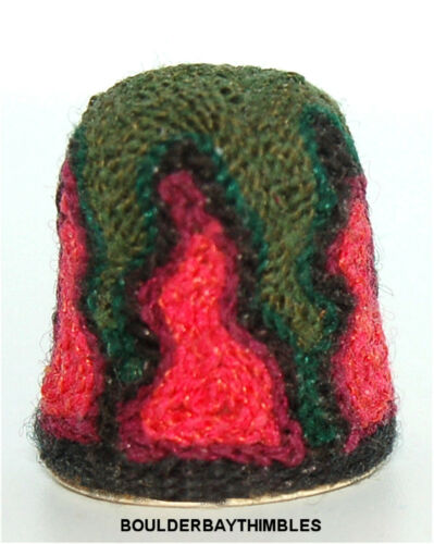 HUICHOL YARN ART THIMBLE-  FOREST GREEN with HOT PINK FLAMES