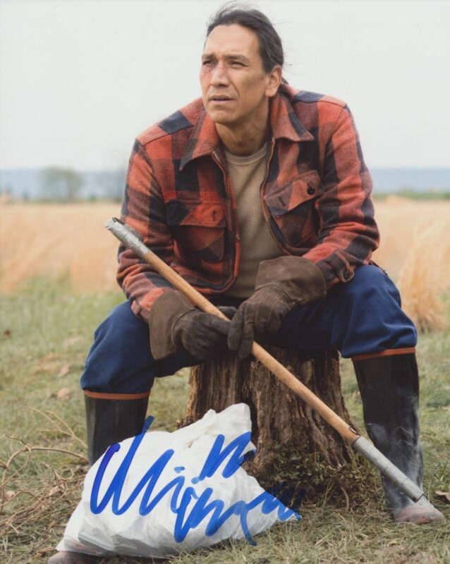 MICHAEL GREYEYES SIGNED TRUE DETECTIVE 8X10 PHOTO
