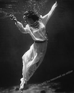 Photograph Toni Frissell 1939 Underwater Fashion Model Marineland Florida 8x10