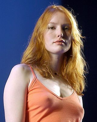 Alicia Witt 8X10 Photo  Color Picture  1637 8 X 10  Free Shipping