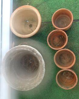 8 pots - 2 concrete, 4 terracotta, 2 glazed ceramic Fletcher Newcastle Area Preview