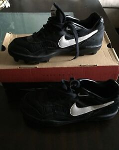 New in Box Mens Size 9 Football Cleats