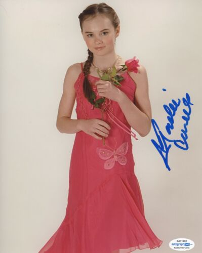 Madeline Carroll Autographed Signed 8x10 Photo ACOA