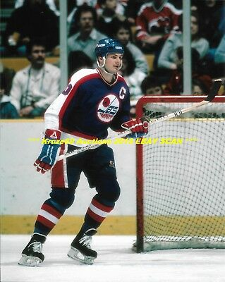 DALE HAWERCHUK In ACTION At NET 8x10 Photo WINNIPEG JETS HOF GREAT 518 GOALS