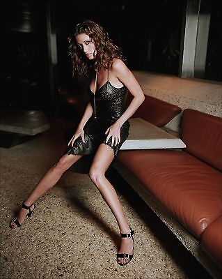 Shannon Elizabeth Unsigned 8X10 Photo  34